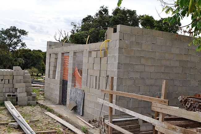Obras do estande de venda  embargadas
