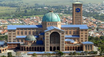 Basilica_of_the_National_Shrine_of_Our_Lady_of_Aparecida,_2007
