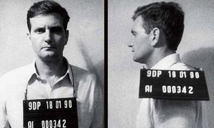 O candidato do PRB à prefeitura do Rio no momento em que foi fichado, em 18 de janeiro de 1990