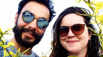Os inseparáveis João Guilherme Gonçalves de Camargo Leite e Laura Gallão celebram a amizade, prontos para encarar mais um fim de semana de muita festa em terras de Lobato.