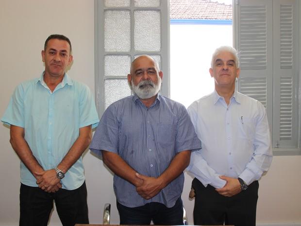 Paulo Miranda entre o ten da reserva Edson Américo Ferreira e o cel reserva Eugênio Cesário Martins