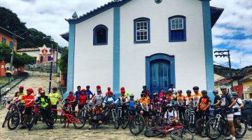 Capitaneados pelo saciólogo Eduardo Coelho, o Dudu, o passeio saciclístico foi um sucesso e deu o tom da 14ª Festa do Saci de São Luiz do Paraitinga!