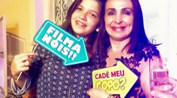 No sábado mais fervido de novembro, Isabella Camões abraça a aniversariante Teca Moura que, produzida para arrasar, era só alegria, esbanjando savoir-faire nos quesitos festar e receber amigos queridos.